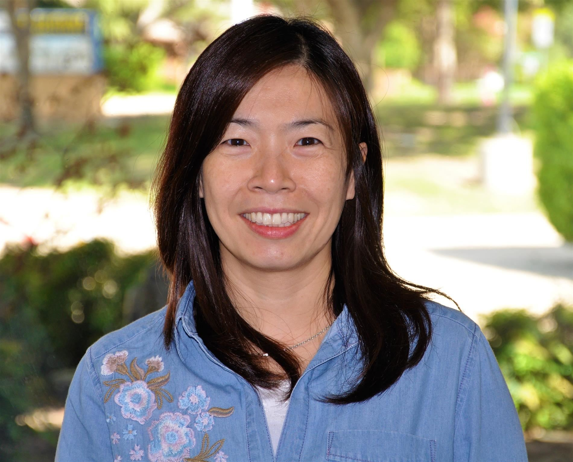 Gloria Teng  邓老师, World Language/Mandarin Teacher